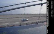 高架橋邊轎車