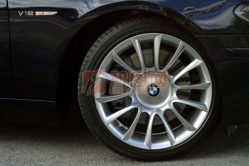 轎車車輪元素