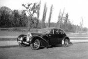 灰色背景古董轿车