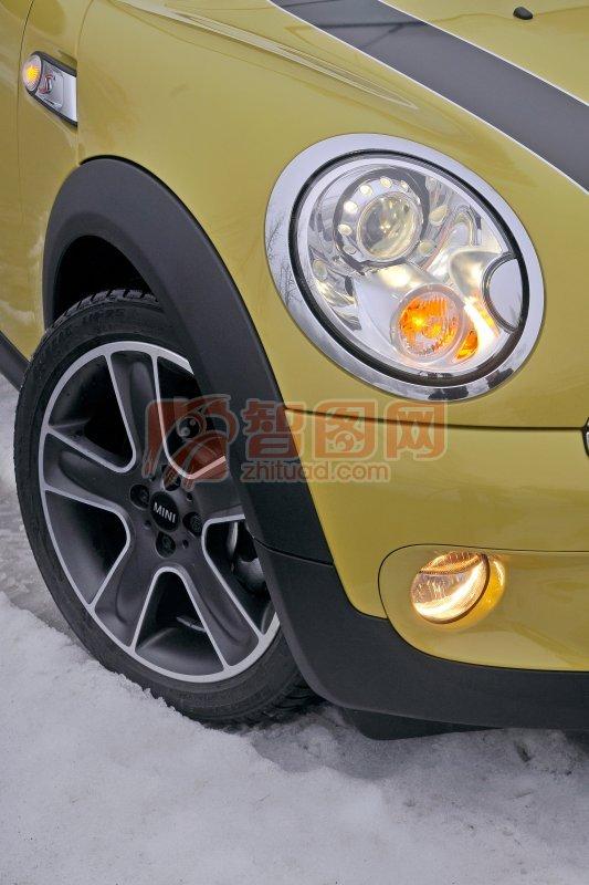 MINI黃色轎車