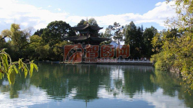城市剪影 湖水 天空 蓝天白云 水天一色 山水风景画 说明:-水中楼阁