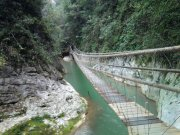 山水間的橋
