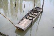江中的小木船